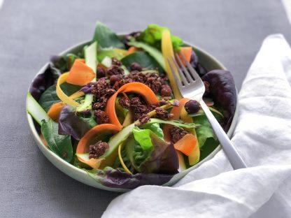 Salade et topping de graines chocolat salé
