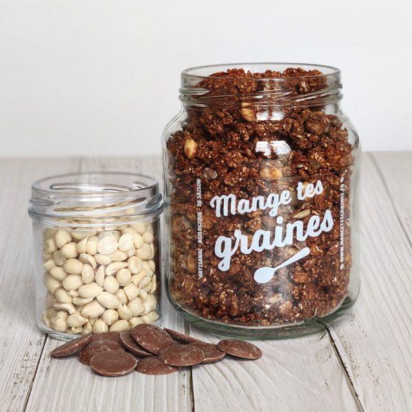 bocal en verre avec topping de graines chocolat cacahuète